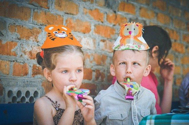 děti s kloboučky