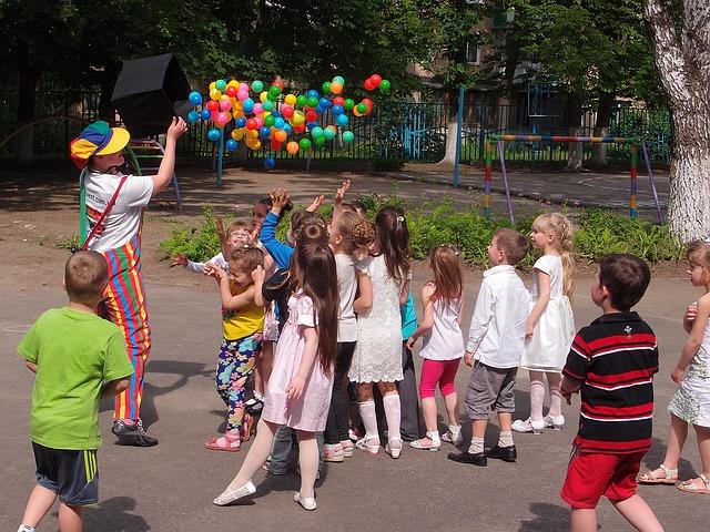 hraní s balonky