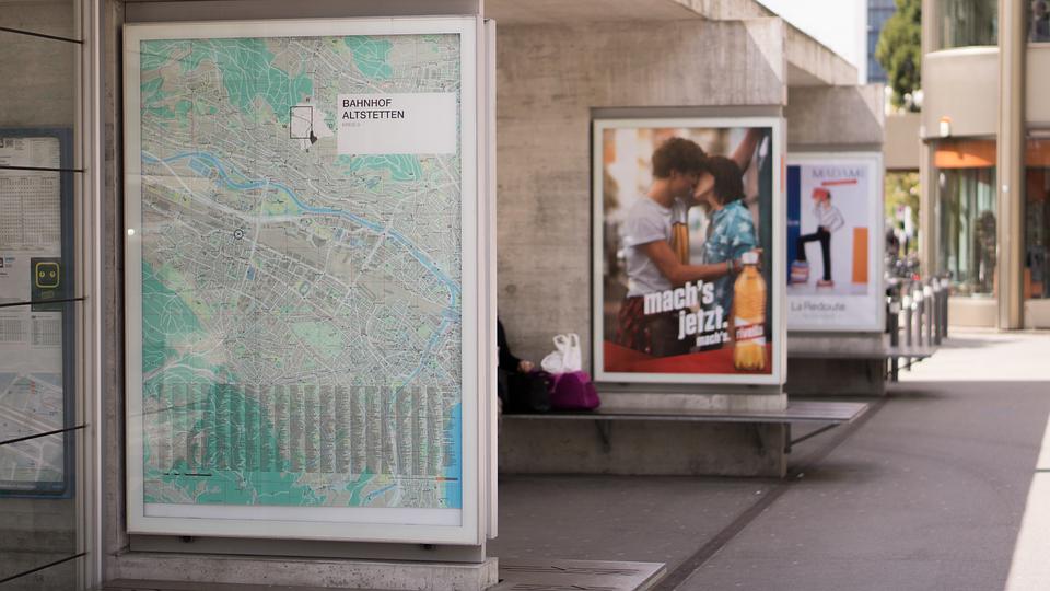 reklama na nádraží